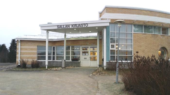 Sallan kirjaston sisäänkäynti.
